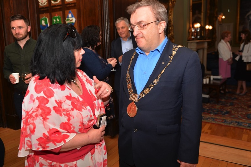 Áine Ní Dhubhghaill and the Lord Mayor, Mícheál Mac Donncha
