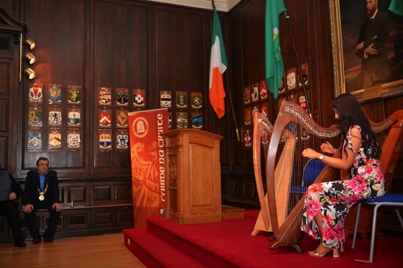 Éadaoin Ní Mhaicín and the Lord Mayor, Mícheál Mac Donncha